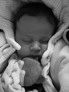 Dobrze dobrane łóżeczko to wypoczęte dziecko i wyspani rodzice.