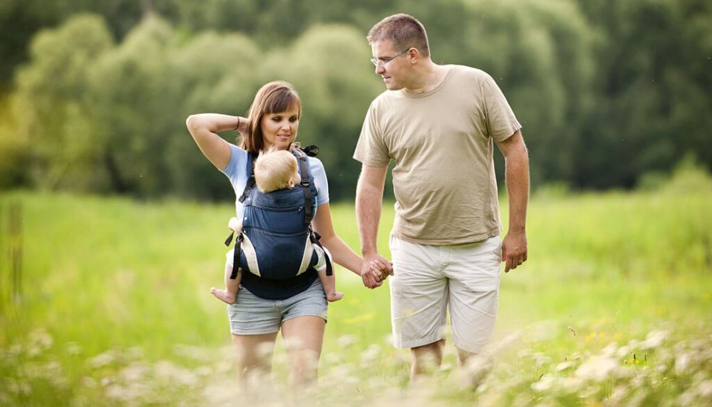 Korzystanie z nosidełka jest bardzo wygodne dla rodziców